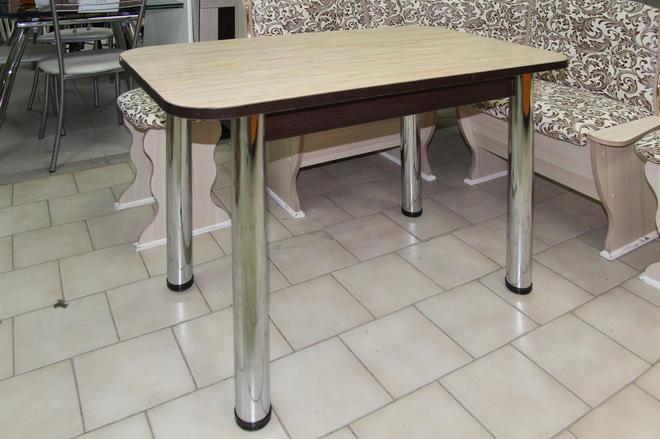 Стол кухонный заоваленный на хромированных ножках